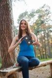 Κορίτσι με μια κασέτα στα χέρια της Στοκ Εικόνα