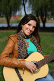Κορίτσι με μια κιθάρα Στοκ φωτογραφίες με δικαίωμα ελεύθερης χρήσης