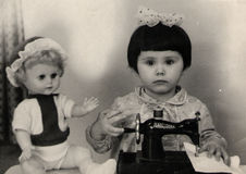 Κορίτσι με μια ράβοντας μηχανή Στοκ Φωτογραφία
