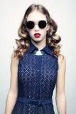 Κορίτσι με τα γυαλιά ηλίου Στοκ Φωτογραφίες