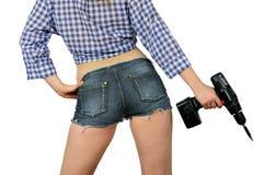 Κορίτσι με τα εργαλεία για την επισκευή. στοκ εικόνες με δικαίωμα ελεύθερης χρήσης
