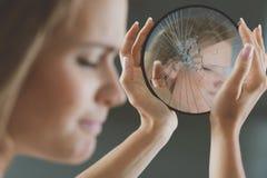 Κορίτσι με τα συγκροτήματα ομορφιάς στοκ εικόνες