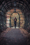 Κορίτσι με τα φύλλα Στοκ φωτογραφίες με δικαίωμα ελεύθερης χρήσης