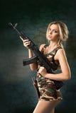 Κορίτσι με τα όπλα στοκ φωτογραφίες