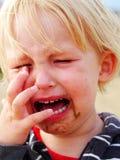 Κορίτσι με την άμμο στο πρόσωπο και το μάτι Στοκ εικόνες με δικαίωμα ελεύθερης χρήσης