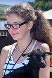 Κορίτσι με την αίγα στοκ εικόνες με δικαίωμα ελεύθερης χρήσης