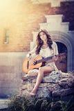 Κορίτσι με την κιθάρα Στοκ εικόνες με δικαίωμα ελεύθερης χρήσης