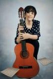 Κορίτσι με την κιθάρα Στοκ φωτογραφία με δικαίωμα ελεύθερης χρήσης