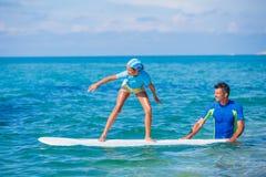 Κορίτσι με την κυματωγή Στοκ εικόνα με δικαίωμα ελεύθερης χρήσης