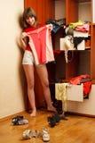 Κορίτσι με την μπλούζα Στοκ Φωτογραφίες
