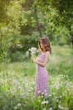 Κορίτσι με την πικραλίδα στοκ φωτογραφία