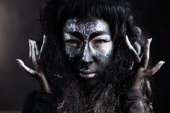 Κορίτσι με τη δημιουργική τέχνη προσώπου makeup Στοκ φωτογραφία με δικαίωμα ελεύθερης χρήσης