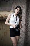 Κορίτσι με τη κάμερα Στοκ Φωτογραφία