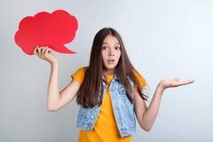 Κορίτσι με τη λεκτική φυσαλίδα στοκ εικόνες με δικαίωμα ελεύθερης χρήσης
