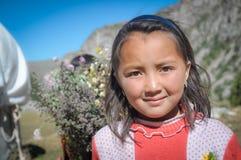 Κορίτσι με τη σοβαρή θέα στο Κιργιστάν Στοκ φωτογραφίες με δικαίωμα ελεύθερης χρήσης