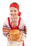 Κορίτσι με τη στοίβα των τηγανιτών Στοκ Φωτογραφίες