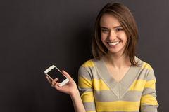 Κορίτσι με τη συσκευή Στοκ φωτογραφίες με δικαίωμα ελεύθερης χρήσης
