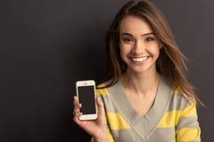 Κορίτσι με τη συσκευή Στοκ εικόνες με δικαίωμα ελεύθερης χρήσης