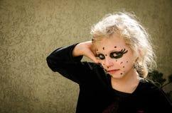 Κορίτσι με τη σύνθεση αποκριών στοκ φωτογραφίες