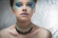 Κορίτσι με τη φωτεινή σύνθεση μόδας Στοκ Εικόνες