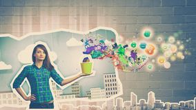 Κορίτσι με τον κάδο Στοκ φωτογραφία με δικαίωμα ελεύθερης χρήσης
