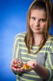 Κορίτσι με τους αριθμούς Πάσχας στοκ φωτογραφίες με δικαίωμα ελεύθερης χρήσης