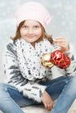 Κορίτσι με τους βολβούς Χριστουγέννων Στοκ φωτογραφίες με δικαίωμα ελεύθερης χρήσης