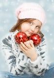 Κορίτσι με τους βολβούς Χριστουγέννων Στοκ Εικόνα