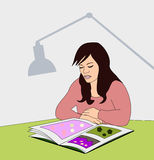Κορίτσι με το βιβλίο εικόνων Στοκ Εικόνες