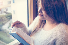 Κορίτσι με το βιβλίο Στοκ φωτογραφίες με δικαίωμα ελεύθερης χρήσης