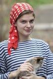 Κορίτσι με το γατάκι Στοκ Εικόνες