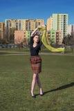 Κορίτσι με το πετώντας μαντίλι Στοκ Εικόνα