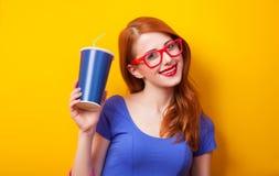 Κορίτσι με το ποτό στοκ εικόνα