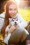 Κορίτσι με το σκυλί Στοκ Φωτογραφία