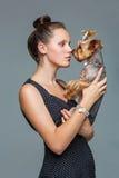 Κορίτσι με το σκυλί yorkie στοκ εικόνα