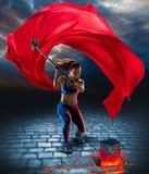 Κορίτσι με το σφυρί στο ύφος φαντασίας στοκ φωτογραφία