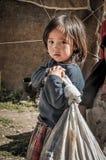 Κορίτσι με το λυπημένο πρόσωπο στο Κιργιστάν Στοκ εικόνες με δικαίωμα ελεύθερης χρήσης