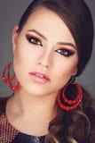 Κορίτσι με το φωτεινό makeup στοκ φωτογραφίες με δικαίωμα ελεύθερης χρήσης