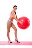 Κορίτσι με το fitball στο χαλί Στοκ εικόνες με δικαίωμα ελεύθερης χρήσης