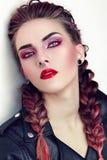 Κορίτσι με το makeup σε ένα ύφος βράχου Στοκ εικόνα με δικαίωμα ελεύθερης χρήσης