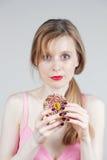 Κορίτσι με doughnut Στοκ φωτογραφίες με δικαίωμα ελεύθερης χρήσης