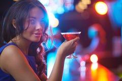 Κορίτσι με Martini Στοκ Φωτογραφίες