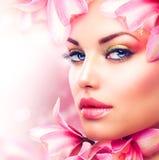 Κορίτσι με Orchid στοκ φωτογραφία με δικαίωμα ελεύθερης χρήσης