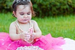 Κορίτσι μικρών παιδιών μωρών στο πρώτο κόμμα επετείου γενεθλίων Στοκ Φωτογραφία