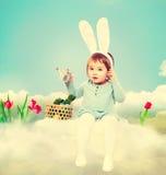 Κορίτσι μικρών παιδιών με το θέμα Πάσχας Στοκ Εικόνες