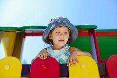Κορίτσι μικρών παιδιών στην παιδική χαρά Στοκ φωτογραφία με δικαίωμα ελεύθερης χρήσης