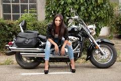 Κορίτσι μοτοσικλετών Στοκ Εικόνες