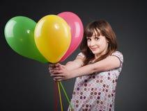 κορίτσι μπαλονιών ευτυχέ&si Στοκ εικόνα με δικαίωμα ελεύθερης χρήσης