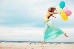 κορίτσι μπαλονιών στοκ φωτογραφίες
