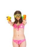 Κορίτσι μπικινιών με το πυροβόλο όπλο δύο νερού Στοκ φωτογραφία με δικαίωμα ελεύθερης χρήσης
